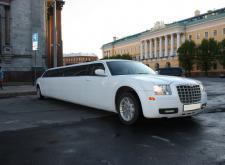 Прокат Лимузина Chrysler C300 в Питере внешний вид2
