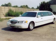 Заказать лимузин Линкольн Towncar в Санкт-Петербурге внешний вид3