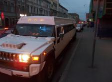 Заказать лимузин Хаммер H2 в Санкт-Петербурге внешний вид3