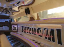 Прекрасный лимузин Chrysler C300 в СПб салон1