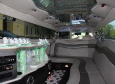 Взять лимузин Инфинити ФХ35 на свадьбу в Питере салон3