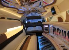 Заказать лимузин Крайслер С300 на свадьбу в Питере салон2