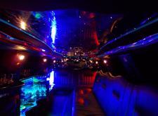 Заказать лимузин Lincoln Towncar на свадьбу в Питере салон1