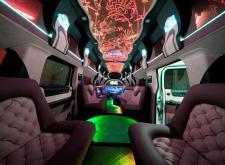 Мегалимузин Hummer H2 Super Hyper на свадьбу в Питере салон4