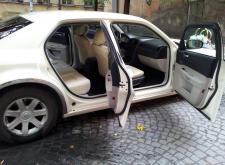 Взять на прокат Chrysler C300 слоновая кость для свадьбы в СПб салон3