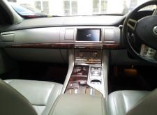 Заказ автомобиля Jaguar XF для трансфера в Питере салон4